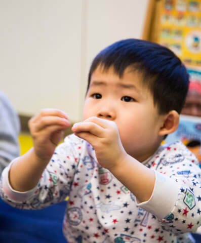 child learning sign language